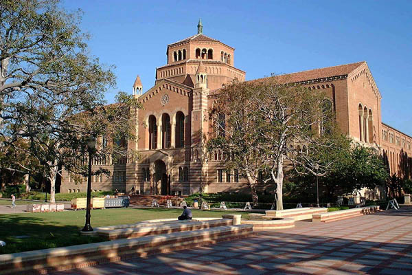 Powell_Library,_UCLA_(10_December_2005)